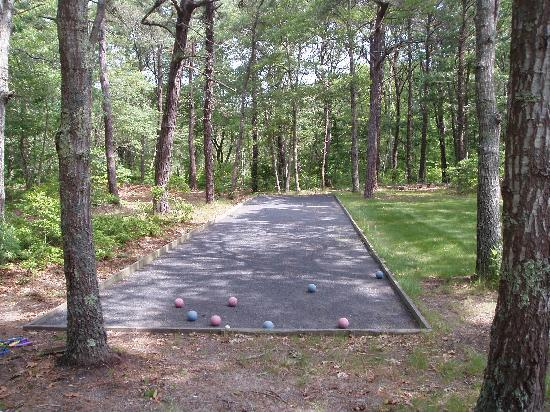Yarmouth Country Cabins: Bocci ball court