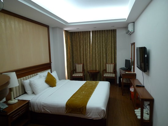 Golden Legend Hotel: Our hotel room