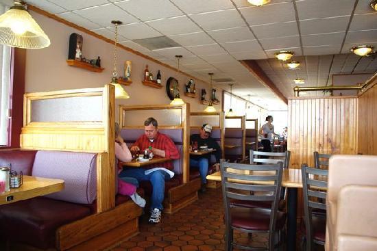 Cappys Drive In Restaurant: Cappy's interior.