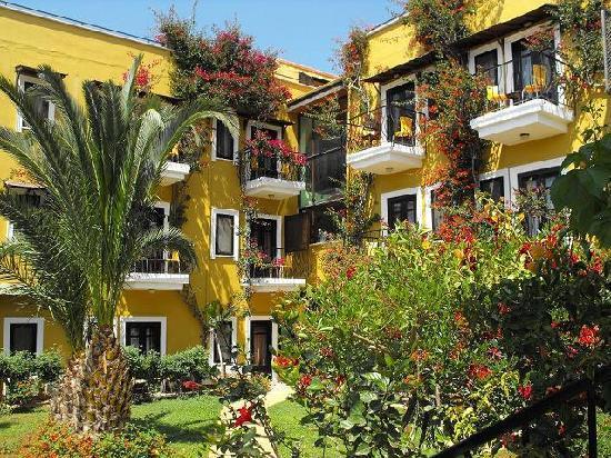 Meldi Hotel : front garden