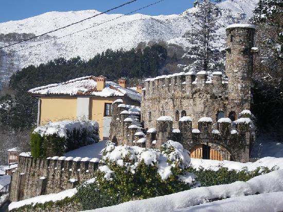 Arcea Hotel Halcon Palace: Vista parcial del Hotel en su parte medieval