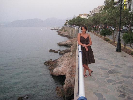 Mirabello Beach & Village Hotel: Promenade