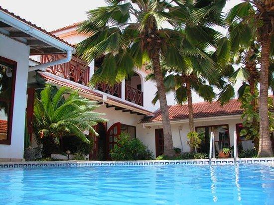 La-Paradise Inn