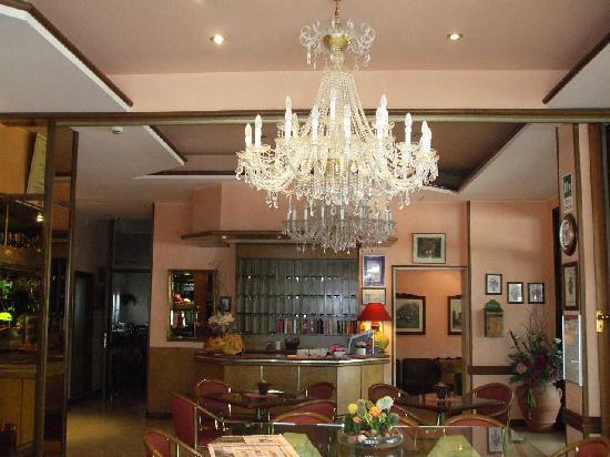 Hotel D'annunzio: Hotel Lobby,reception and Friends Bar