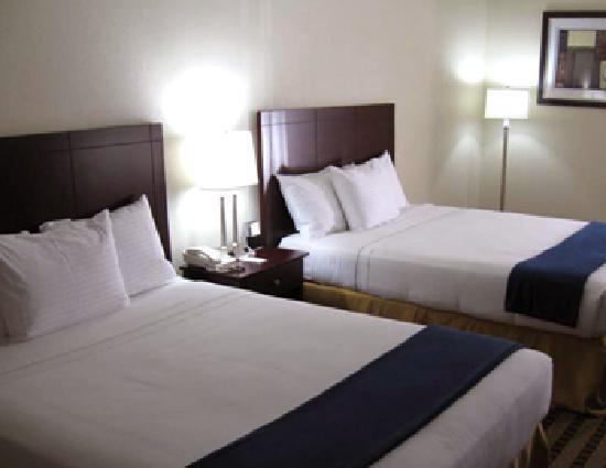 BEST WESTERN Butner Creedmoor Inn: Double Queen Room