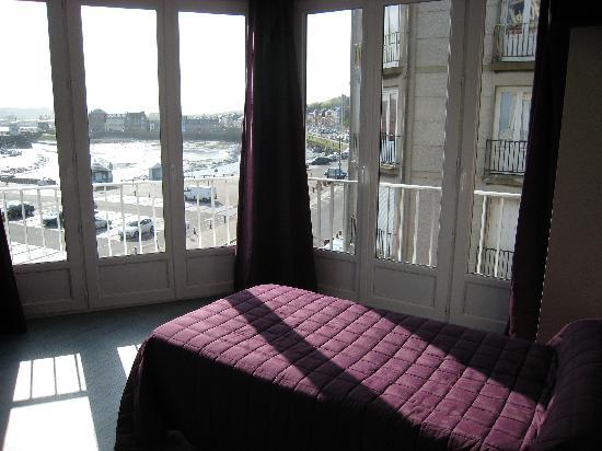 Hotel Le Riche Lieu : vue partielle de la chambre