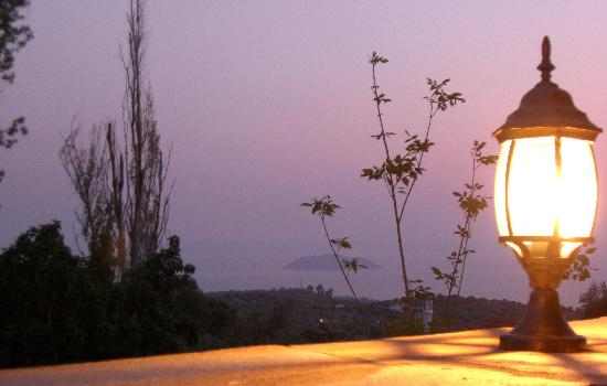 Chorostasi Guest House: a view from the house at sunset :)