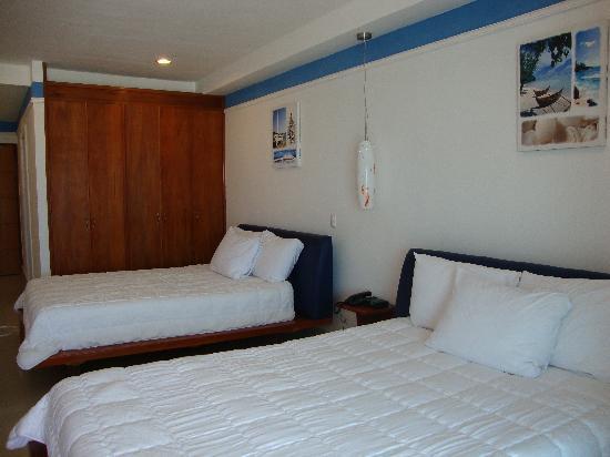Amador Ocean View Hotel & Suites: 2 Queen Size Bed Room