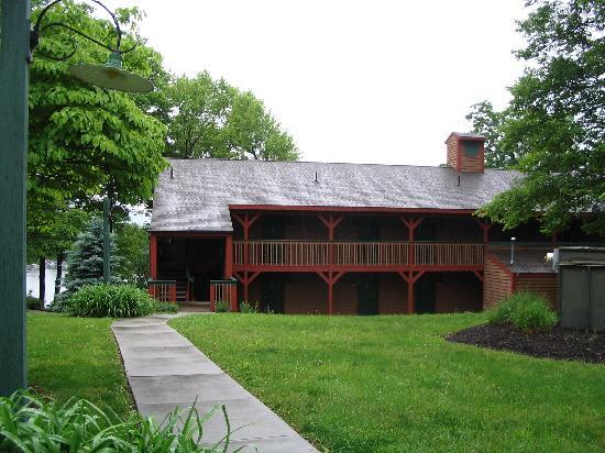 Lake Raystown Resort, an RVC Outdoor Destination: Picture of the lodge with view of lake