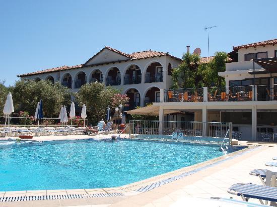 Castelli Hotel: Rear of the hotel.