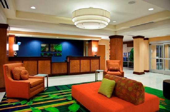 Fairfield Inn & Suites Phoenix Chandler/Fashion Center: Redesigned Lobby