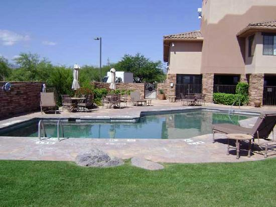 Comfort Inn: Outdoor pool area