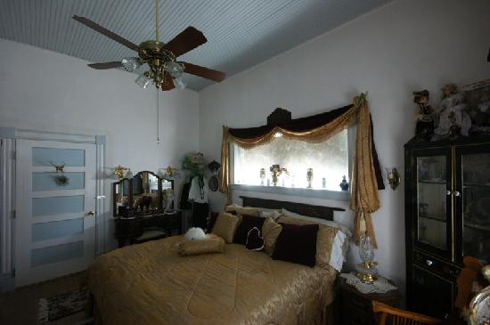 Marie's Engaging Bed & Breakfast: Interior of Guest Room - 客室