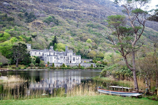 Galway, Irland: The stunning Kylemore Abbey
