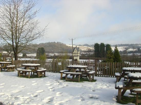 The Three Horseshoes Inn: Christmas Morning in the Pub Garden
