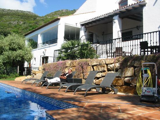 Hermitage De Casares: Vue arrière d'une partie de l'hotel
