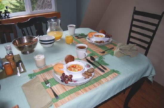 Green Cat Guest House and B&B: Our first breakfast at Green Cat