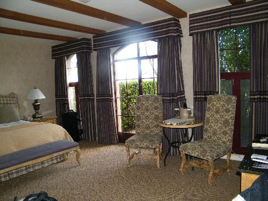 Vintners Inn: View of our room from the door
