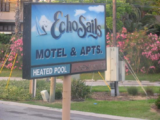 Echo Sails Motel: Hotel Sign