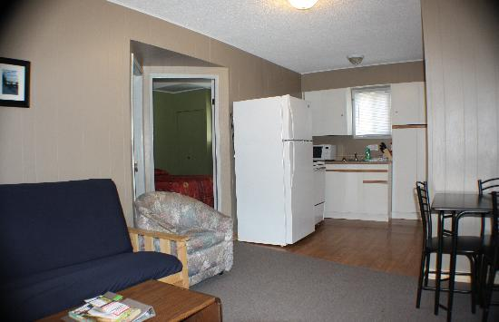 Rossland Motel : Two Bedroom Kitchen Suite