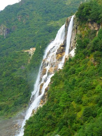 Tawang, India: JUNG FALLS