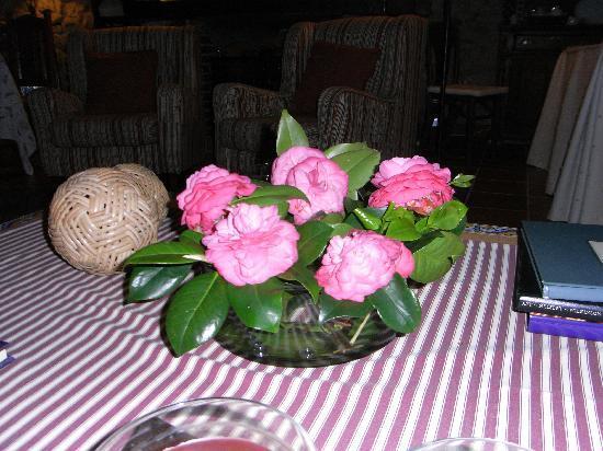 La Casa Nueva: Camelias as table decoration