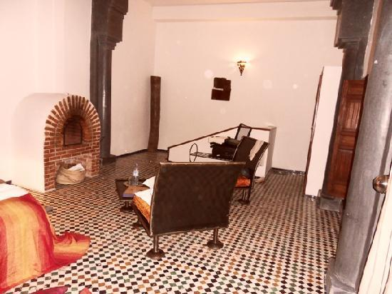 Riad Laaroussa Hotel and Spa : THE CHIMNEY IN THE ROOM
