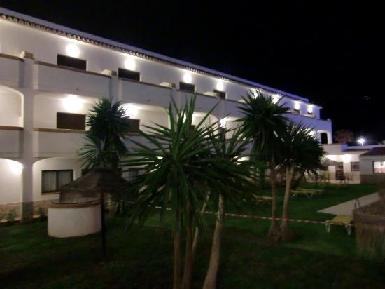 Hotel Tarik: Innenhof des Hotels bei Nacht