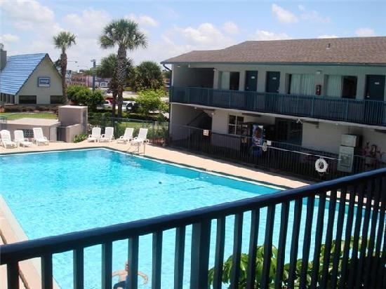Super 8 Kissimmee : we loved this pool!!!!