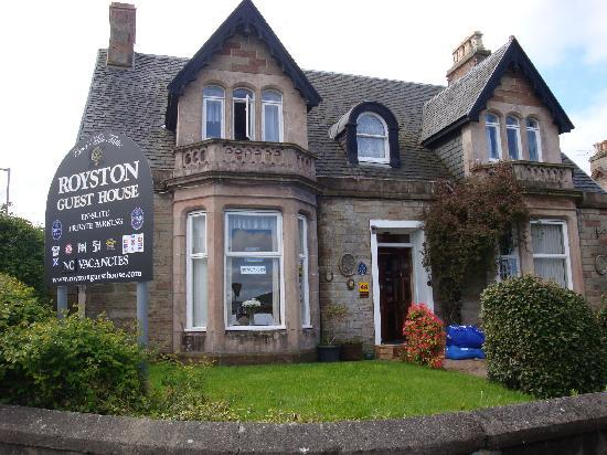 Royston Guest House: The outside view of the Guest House