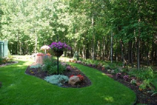 Rib Mountain Inn: Garden