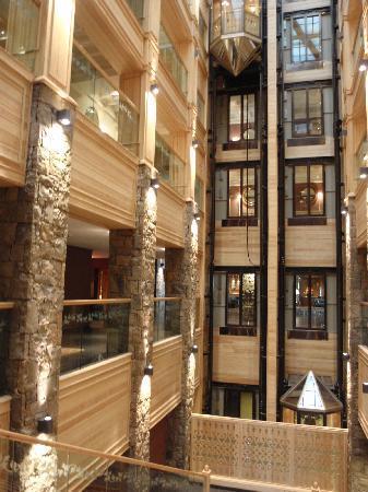 Michlifen Ifrane Suites & Spa: Indoor attrium