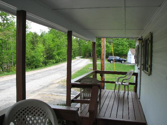 Riverbank Motel and Cabins: EVERYONE HAS THEIR OWN DECK