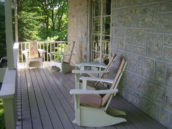 Tynavon Bed and Breakfast: Front porch area