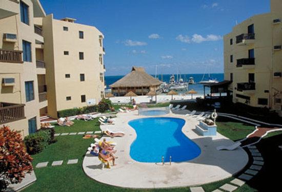 Imperial Las Perlas Cancun Condos: pool & ocean view