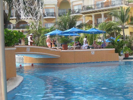 The beach side pool - the archway leads to the outdoor bar