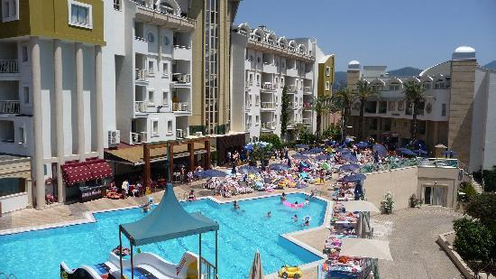 Grand Cettia Hotel: Hotel & Pool