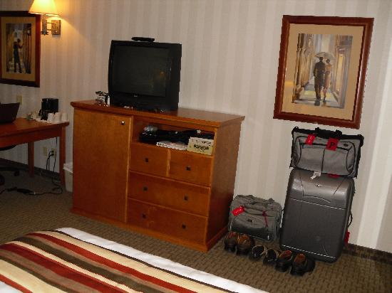 Best Western Plus Port O'Call Hotel: The cabinet houses a microwave and fridge and provides clothes storage.