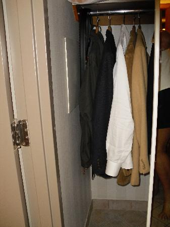 Best Western Plus Port O'Call Hotel: Closet held four days worth of clothes.