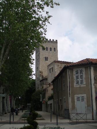Hôtel Jean XXII : L'hôtel est situé au pied de la tour Jean XXII