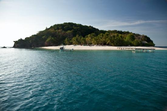 Mangenguey Island: Approaching the island main beach