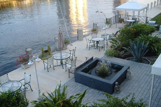 Fort Lauderdale Manhattan Tower: The waterway terrace-view from our deck
