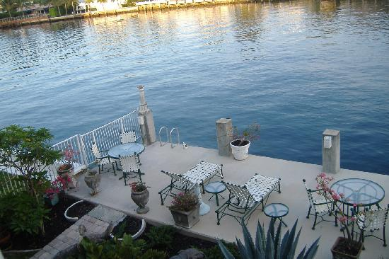 Fort Lauderdale Manhattan Tower: The waterway terrace-another deck view