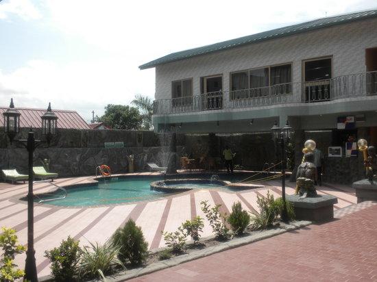 Ange Hill Hotel: Pool Area