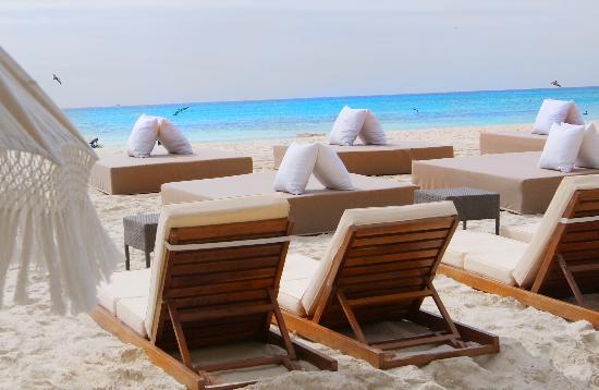 El Taj Oceanfront & Beachside Condos Hotel : Beach Club