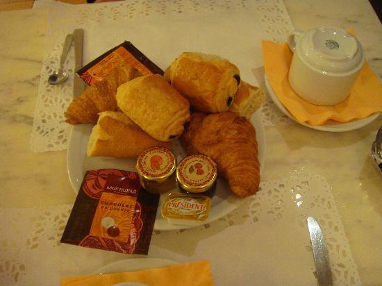 Hotel Sunny: breakfast for 2