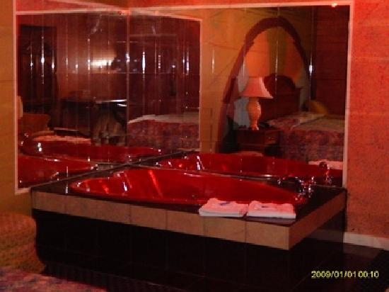 Heart Shape Jacuzzi Suite Picture Of Regal Inn And Suites Baltimore Tripadvisor