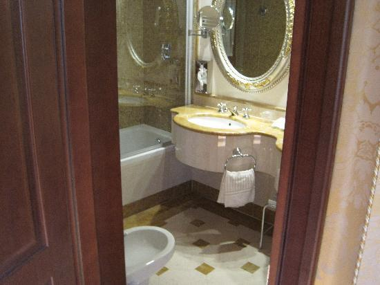 Hotel Canal Grande: 1 of 2 bathrooms