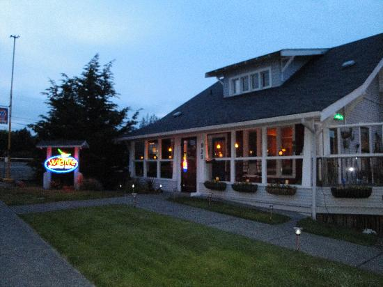 LD's Woodfired Grill: Wildfire Grill at Dusk