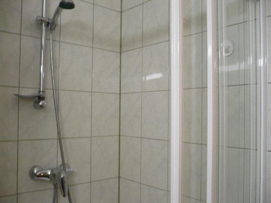 Dostoyevskiy Hotel: bathroom